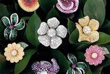 Haute joaillerie / La haute joaillerie rassemble les bijoux de luxe des grandes maisons joaillières comme Cartier, Van Cleef & Arpels, Bulgari, Chanel...