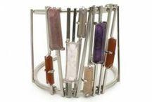 Bijoux créateurs / Les bijoux créateurs sont fabriqués main. Ce sont généralement des pièces uniques ou des petites séries.