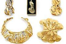 Bijoux d'artistes / Les bijoux d'artistes sont des créations de sculpteurs ou de peintres : Picasso, Arman, Dali... Ce sont des pièces uniques ou de petites séries.