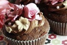 Cupcakes ♥~('▽^人)