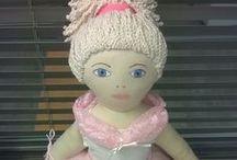 Aulin nukkeja / Eri tekniikoilla tehtyjä nukkeja