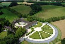 domaine de Graux / Dans une oasis de nature, idéalement situé à proximité de la ville de Tournai, le domaine de Graux accueille vos événements au sein des bâtiments d'une ferme château, entièrement rénoveé, avec une offre de services professionnels et une philosophie environnementale tournée vers le futur.