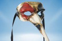 Maskers / Zoals de naam al zegt, dit bord gaat over maskers.