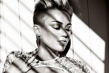Miley Cyrus / Good girl gone bad