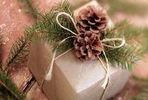 Prírodné vianočné dekorácie / Natural christmas decorations / tohto roku som sa rozhodla na vianočnú výzdobu použiť prírodné materiály, vrecovinu, drevo, šišky... milujem jednoduchosť prírodných dekorácií!  this year I've decided to use only natural decorations for christmas - burlap, wood, pinecones... I just love simplicity of natural decorating!