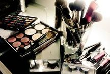 Beauty Makeup / An elegant lady needs at any time to keep the make-up