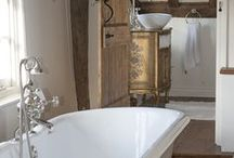 Country/Farmhouse Bathrooms / A selection of stylish country bathrooms.