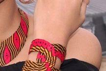 Bracelets en Wax - Wax Prints  bracelets / Cette catégorie regroupe  les bracelets manchette en wax,  les bracelets fantaisies en wax,  les gourmettes en wax,  les bracelets en cuir et wax, les bracelets duo en wax et les bracelets trio en wax pour femmes.