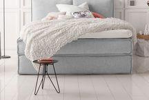 B E D R O O M / Lovely bedrooms I would love to sleep in ! Everything about cozy bedrooms, bedroom inspirations, bedroom goals and cozy times. // Alles über tolle Schlafzimmer, Schlafzimmer Inspirationen, Bettdecken, Kissen - alles eben was das Schlafzimmer gemütlich macht.