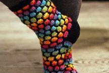 Villasukkia / Tämä taulu sisältää neulottujen villasukkien kuvia ja erilaisia malleja
