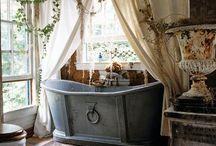 Lifestyle: Rustic Lake House Bath