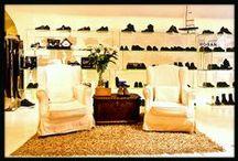 Il Nostro Store / Paglione Calzature nasce nel 1977 come azienda operante nel settore del commercio al dettaglio di calzature. La moda, le tendenze e uno spiccato senso del gusto, rispecchiano la nostra filosofia. Ciò che ci ha sempre contraddistinto è la qualità dei nostri prodotti, l'esperienza e la professionalità del nostro personale sempre pronto a soddisfare le esigenze dei clienti.