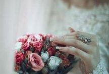 Fairy tale Weddings~ / La sposa era bellissima..Indossava una nuvola..I suoi riccioli neri e ribelli le sfioravano dolcemente il viso Le accese gote parevano petali di rose poggiati sul pallido viso, anche gli occhi aveva neri, erano profondi e con una strana luce, una luce velata..persi in un sogno per sempre