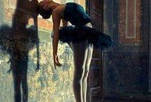 ballet / Ballet (del italiano balletto, diminutivo de ballo, que significa 'baile᾿) o danza clásica es una forma de danza en la que (en mi opinión) se hace poesía con el cuerpo. Metáfora de vuelo, de amor, de vida y eternidad en total armonía de movimientos.  Una materia que me queda pendiente en ésta vida… pero habrá otras…
