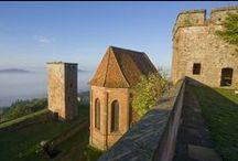 Château de Lichtenberg / Construit au début du XIIIeme siècle, le bâtiment d'origine appartenait aux seigneurs de Lichtenberg, l'une des familles les plus puissantes de Basse Alsace. Réadapté vers 1580 en forteresse, le château de Lichtenberg est désormais un centre culturel. © crédits photos : C. Fleith - N. Guirkinger