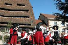 Cité fortifiée de Wissembourg / Autrefois petit bourg de vignerons et d'artisans, la cité fortifiée de Wissembourg, son abbatiale Saints-Pierre-et-Paul et sa chapelle de 1033 comptent aujourd'hui parmi les étapes de la Route des Châteaux et Cités Fortifiées d'Alsace.   © crédits photos : C. Fleith