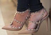 """  Sapatos / """"Um sapato tem muito mais a oferecer do que apenas caminhar""""  Christian Louboutin"""