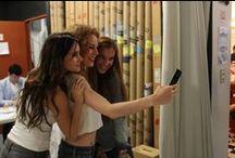 Behind the Scenes #LaMejorVersiónDeMí / Entre sonrisas y miradas coquetas, las celebs y nuestras lectoras posaron con la pieza de arte de Aimah Hashem. Pero… ¿qué pasó en el detrás de cámaras?