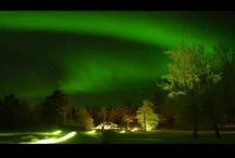 Auroras Boreales Videos / Las auroras boreales, son un común fenomeno que se da en los cielos nocturnos del ártico en invierno. Hay muchas explicaciones científicas del porqué suceden, pero sigue habiendo algo de misterio a este hecho.