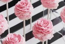Flowers - Cookies, Cakes & Cupcakes / by Luz Elena