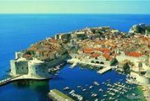 Najciekawsze miasta / Miasta i miasteczka z największymi atrakcjami dla turystów. Interesująca architektura, zapierające dech w piersiach panoramy miast i szczególnie interesujące zabytki i muzea w Chorwacji.