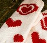 Knitted mitts, mittens and gloves / Knitted accessories