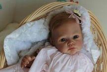 Baby dolls  (Baby poppen) / Ik vond het fijn om bij mama te zijn, Maar nu ik ook mijn papa ken, Ben ik blij dat ik geboren ben!   HEUS EERLIJK  WAAR...HET ZIJN ECHT POPPEN