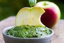 Pomme, Poıʀe ⓥ / D'un côté nous avons la POIRE : fondante, granuleuse, délectable, délicate et parfumée. De l'autre nous avons la POMME : juteuse, croquante, sucrée ou acidulée, ferme, délicieuse et appétissante. Et alors quand elles se marient, c'est le paradis =) ! Vous retrouverez ici toutes les plus formidables recettes à base de ces deux fruits en mode 100% végétal. Plaisir Garanti ;D !