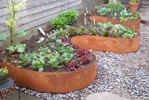 Garden Edging / Awesome ways to edge your garden flower beds.