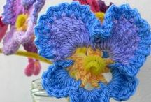 Crocheted Flower Crafts / crochet flowers and fabric flowers