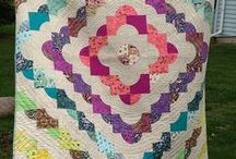 Quilts with Curves / Quilt tutorials, patterns, and inspiration for quilts with curves, circles, and ovals. Love those curves!