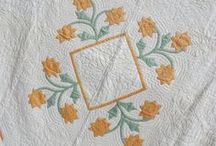 Applique Quilts / Tutorials, patterns, and inspiration for applique quilts.  I am a sucker for flowers and modern applique.