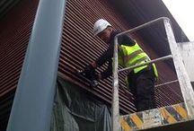 Aalman Oy- rakennuspalvelut  Soita 040 705 7630 / Aalman Oy- rakennuspalvelut. Tarjoamme rakennusalan palveluja monipuolisesti. Palvelujamme ovat esimerkiksi kirvesmiehentyöt, rakennusaputyöt, paikkaus- ja tasoitetyöt, ikkunoiden- ja ovien asennukset sekä peltikatot. Lisäksi mm. väliseinä- ja alakattotyöt sekä ulkoverhoukset.