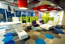 • Lounge I Empfang • / Wartezonen I Loungebereiche in Bürogebäuden I Empfang und Tresenlösungen