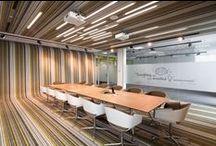 • Inspiration Konferenzraum • / Tischlösungen I Bestuhlung I Licht I Technik