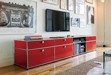 • USM Möbelbausysteme - Living • / Aus einigen wenigen Grundelementen entstehen einzelne Möbel für den Wohnbereich, komplette Arbeitsplätze für zu Hause und funktionale Bürolandschaften. Dieses modulare System ermöglicht massgeschneiderte Lösungen, die jederzeit erweiterbar und umbaubar sind. Keine katalogisierten Möbeltypen, sondern Einzelstücke, die der individuellen Flexibilität und Kreativität genügend Raum lassen. Gerne überzeugen wir Sie bei einem Besuch in unserem Geschäft persönlich von der Funktionalität der USM Möbel.