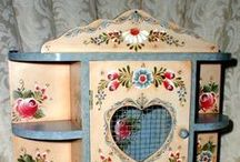Peintures ou collages sur meubles/Painted or papered furnitures
