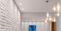 Tijolo Anatolia Antique Tradicional Palimanan / Travertinos Antique Indicado para paredes o Travertino Antique é um revestimento natural composto por mármore, seu aspecto irregular dá charme e sofisticação ao ambiente. Por ser versátil e ter uma grande variedade de medidas permite composições com peças de tamanhos diferentes, o que oferece exclusividade. Informações: 10x30 / 15x30 / 20,3x61 / 30,5x61 / 10xFL / 15xFL / 20,3xFL / 30,5xFL (e-2,1) cm Cores: Tradicional e Noce