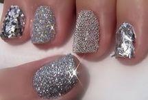 Nails / The coolest ways of applying nail polish.