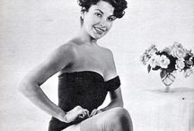 Exit Size XS / Once upon a time, women were glamorous, curvaceous... That was a part of men's adoration for them