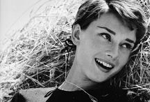 50's Audrey / She looks both so natural and elegant!