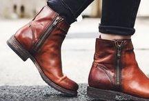 SAPATOS / Sapatos de diversos modelos e estilos.