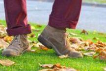 Moda de hombres: botines de la II GM o desert boots.  / BOTINES DE LA II GUERRA MUNDIAL, LA TENDENCIA EN LOS PIES DE LOS JÓVENES. // Desert boots, since the II World War.