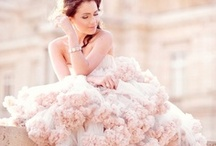 Dresses / by Jelena