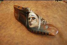 Ζωγραφική σε  ξύλινα καλαπόδια / painted  wooden shoes trees