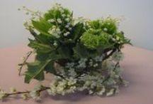 Tischdekoration selber machen wie die Profis /  Mit Geschick und Fantasie kann man prachtvolle Blumenarrangements selbst anfertigen, die nicht kostspielig, dennoch raffiniert und extravagant sind.