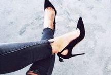 Sko, sko, sko! Og andre lækre items / Sko, støvler, sandaler og hvad man ellers kan stikke sin fødder i! Der er et par til enhver lejlighed; skal de være flotte, funktionelle, provokerende eller behagelige? Tjek ud hvad Vuuh drømmer om her, og få samtidig et sneak-peak af, hvilke styles vi kan tilbyde dig på vores site: Vuuh.dk