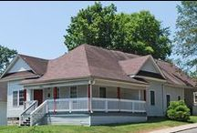 The Lincoln Rental House - Bloomington / 5 bedroom, 3 bath house for rent in Bloomington, Indiana: 533 North Lincoln Street, Bloomington, IN 47408. Call Cedarview Management (812) 339-8777.