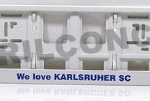 Weißer Kennzeichenhalter bedruckt nach Kundenwunsch / Weißer Kennzeichenhalter, Kennzeichenverstärker, Nummernschildhalterung in der Größe 520x110mm (EU-Norm) individuell bedruckt. Realisierung: GurilConcept - Werbetechnik www.kennzeichenhalter.de