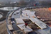 Střechy - Roofs CETRIS / Cementotřískovou desku CETRIS je možné použít v konstrukcích šikmých střech, kde je vždy zaaplikována jako záklop nosné konstrukce ( krovy, trapéz ) a zárověň nosič konstrukce střešní krytiny, event. samotné krytiny ###CETRIS cement-bonded particleboard may be used in the structures of sloped roofs where it is always used as decking of the bearing structure (trusses, trapezodials) and, simultaneously, as a bearer of the roofing structure or even the roofing itself.